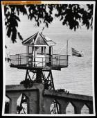 alcatraz-flag-at-mast.jpg