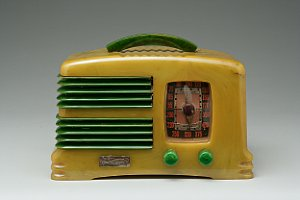 Famed Mark Woolley Collection of Vintage Catalin Radios Shatters Auction Records at Bonhams New York