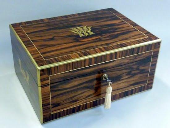VICTORIAN DRESSING BOX