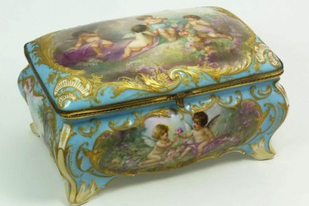 300 LOTS OF FINE DECORATIVE ARTS AND CHINESE WORKS – INCLUDING FINE CLOCKS AND JEWELRY – WILL BE SOLD DEC. 21st BY ELITE DECORATIVE ARTS