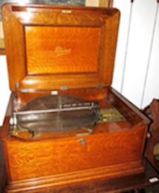 Jacot 'Mira' mechanical music box, oak case, comes with 12 discs. Estate of Carolyn McCarter and the late Roy McCarter. John W. Coker image
