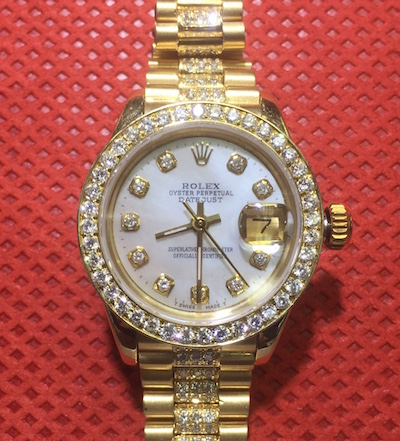 Ladies' Rolex Oyster wristwatch in 18kt yellow gold, with mother of pearl face, diamond dial, diamond bezel and diamond-encrusted Jubilee band.